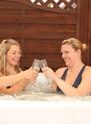 hot-tub-party – Thornhall Chalet Holiday Cottage